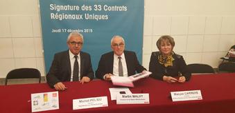 Signature du CRU entre Maryse Carrère, Martin Malvy et Michel Pélieu
