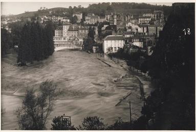 Crue du gave de Pau au niveau du quai Saint Jean à Lourdes - Octobre 1937 (Source : C-PRIM)